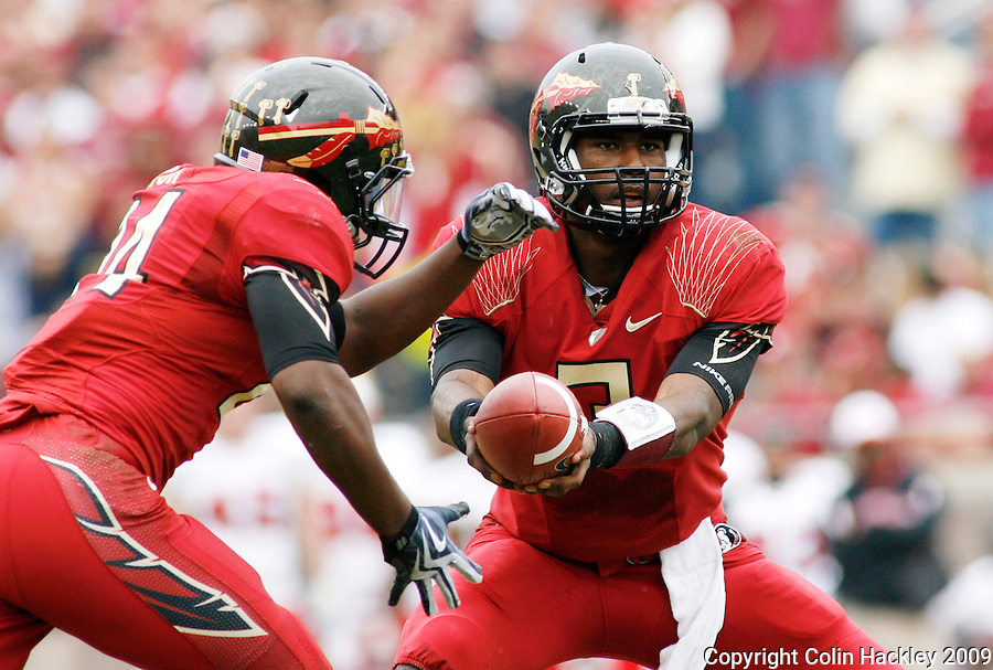 TALLAHASSEE, FL 11/21/09-FSU-MARY FB09 CH30-Florida State quarterback EJ Manuel, right, hands off to Lonnie Pryor against Maryland during first half action Saturday at Doak Campbell Stadium in Tallahassee. .COLIN HACKLEY PHOTO