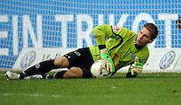 FUSSBALL   1. BUNDESLIGA   SAISON 2011/2012   29. SPIELTAG FC Schalke 04 - Hannover 96                                08.04.2012 Torwart Ron Robert Zieler (Hannover 96)