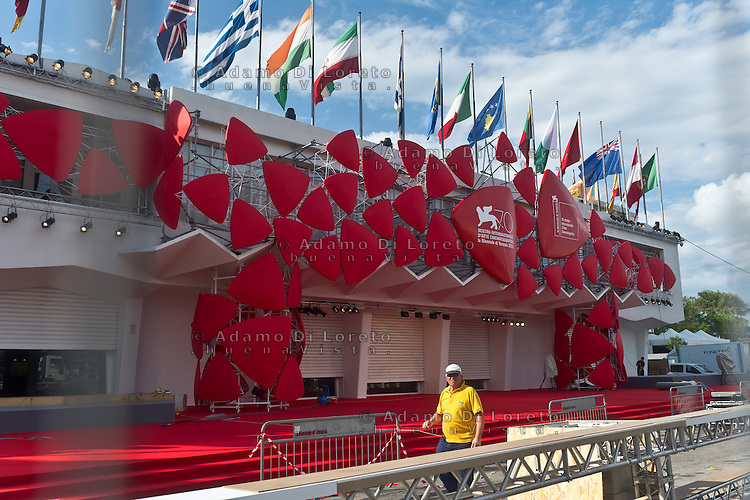 The day before at the start of the 70th Venice film festival and the first arrivals of the actors at the Excelsior Hotel. Venice August 27 2013. In the photo the red carpet under the work. Photo credit Adamo Di Loreto/BuenaVista*photo