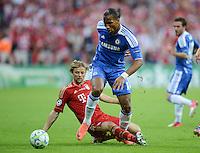 FUSSBALL   SAISON 2011/2012   CHAMPIONS LEAGUE FINALE FC Bayern Muenchen - FC Chelsea  19.05.2012 Anatoli Timoschtschuk (hinten,  FC Bayern Muenchen) gegen Didier Drogba (vorn, FC Chelsea)