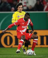 FUSSBALL   DFB POKAL   SAISON 2011/2012  ACHTELFINALE  Fortuna Duesseldorf - Borussia Dortmund              20.12.2011 Mats Hummels (li, Dortmund) gegen Assani Lukimya (re, Duesseldorf)