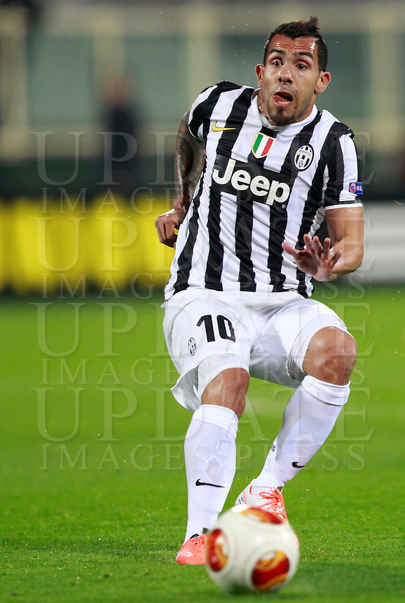 Calcio, ritorno degli ottavi di finale di Europa League: Fiorentina vs Juventus. Firenze, stadio Artemio Franchi, 20 marzo 2014. <br /> Juventus forward Carlos Tevez, of Argentina, in action during the Europa League round of 16 second leg football match between Fiorentina and Juventus at Florence's Artemio Franchi stadium, 20 March 2014. Juventus won 1-0 to advance to the round of eight.<br /> UPDATE IMAGES PRESS/Isabella Bonotto