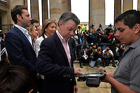 BOGOTA, Colombia. 15th June 2014. The President of Colombia Juan Manuel Santos cats his vote during the runoff for presidential election in Bogota. Photo by Campaign/Cesar Carrión / VIEWpress TO EDITORS : THIS PICTURE WAS PROVIDED BY A THIRD PARTY.  THIS PICTURE IS DISTRIBUTED EXACTLY AS RECEIVED BY VIEWpress, AS A SERVICE TO CLIENTS