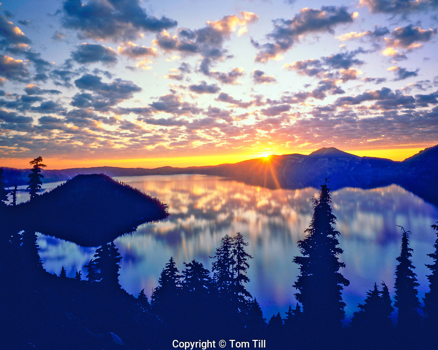 Crater Lake & Wizard Island at Dawn, Crater lake National Park, Cascade Range, Oregon
