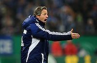 FUSSBALL   DFB POKAL    SAISON 2012/2013    ACHTELFINALE FC Schalke 04 - FSV Mainz 05                          18.12.2012 Trainer Jens Keller (FC Schalke 04) emotional an der Seitenlinie