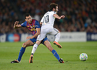FUSSBALL   CHAMPIONS LEAGUE SAISON 2011/2012   HALBFINALE   RUECKSPIEL        FC Barcelona - FC Chelsea       24.04.2012 Sergio Busquets (li, Barca) gegenJuan Mata (re, FC Chelsea)