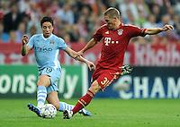 FUSSBALL   CHAMPIONS LEAGUE   SAISON 2011/2012     27.09.2011 FC Bayern Muenchen - Manchester City FC Samir Nasri (li, Manchester City) gegen Bastian Schweinsteiger (FC Bayern Muenchen)