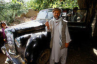 Commander Idi Abdul Tarak in autumn 2001, with the key of the English black Austin A135 Princess Vanden Plas Limousine in the Panshir Valley.