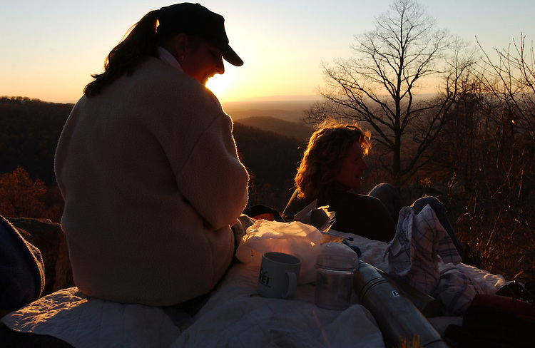 Travel6/120801 -- Picnic and a sunset at Crescent Rock, Virginia.