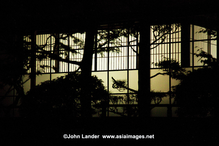 Shoji japanese paper windows koyasan john lander for Japanese style windows