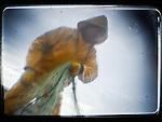 La Supervivencia del Mar.Cada noche, cada amanecer, cientos de pescadores artesanales salen a faenar en sus pequeñas embarcaciones. Conocen la mar como pocos y saben de sus virtudes y peligros. Son testigos de primera mano del agotamiento de los recursos de los que viven y de lo difícil que resulta competir con los grandes buques industriales. Muchos de ellos se han unido para proteger lo más preciado que tienen: La mar..La Reserva pesquera Os Miñarzos, ubicada en Lira-Carnota, en A Coruña, será la primera de Galicia, un ejemplo de sistema de pesca sostenible. Las reservas pesqueras son una importante forma de preservar los ecosistemas acuáticos, que están gravemente amenazados y corren riesgos de desaparecer si no se toman medidas urgentes. (c) Pedro ARMESTRE.Las imágenes de este reportaje han sido realizadas con un objetivo de fabricación casera, usando materiales de desecho reutilizados, En disparo directo y sin ninguna modificación producida a través de programas fotográficos...Sea Survival. Every night, every dawn, hundreds of fishermen out to sea in small boats. They know the sea and few know of its virtues and dangers. They witness firsthand the exhaustion of living and how difficult it is to compete with large industrial vessels. Many of them have joined together to protect the most precious thing they have: the sea.. I Miñarzos Fisheries Reserve, located in Lira-Carnota, in A Coruña, Galicia is the first of an example of sustainable fishing system. Fish stocks are an important way to preserve aquatic ecosystems that are seriously threatened and at risk of extinction if urgent action is taken. (c) Pedro ARMESTRE. The images in this report have been made with a homemade target, using waste materials reused, in direct shot without modification programs produced through photography.