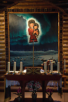 Altertavle fra Our Lady of the Snows Church i Colville Lake, Canada. ---- Interior of Our Lady of the Snows Church in Colville Lake, Canada.