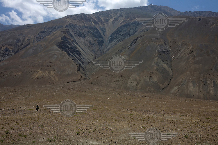 Day 5, jeremy takes off up a mountain and makes new trakcs in the untouched wilderness. What do war correspondences do on the holidays. 4 Kabul based journalists were the first westerners to ride motorcycles into the Wakhan corridor.the 12 day trip was full with dramas, breakdowns, arrests, crashes, yak riding and many miles. over 1200 kms they travelled and reached their desired destination of surhad e brogil deep in the wakhan corridor. location of the great game and once named the roof of the world.