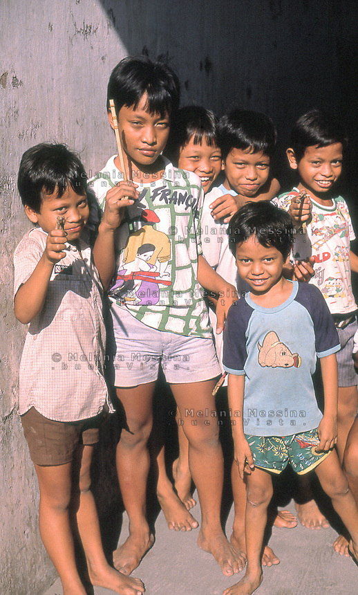 Indonesia, Java island; kids on the street.<br /> Indonesia, isola di Giava, bambini per strada