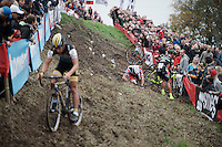 Tom Meeusen (BEL/Telenet-Fidea) gets through the end of this tricky slope as race leader as Sven Nys (BEL/Crelan-AAdrinks) crashes just ahead of him into the barricades and 3rd Laurens Sweeck (BEL/ERA-Murprotec) tumbles over Nys in the process<br /> <br /> Jaarmarktcross Niel 2015  Elite Men &amp; U23 race