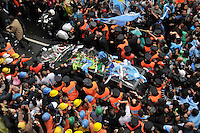People surrounds the hoarse carring the coffin of  Argentina Nestor Kirchner  when leaving  the presidential palace of Buenos Aires, Argentina