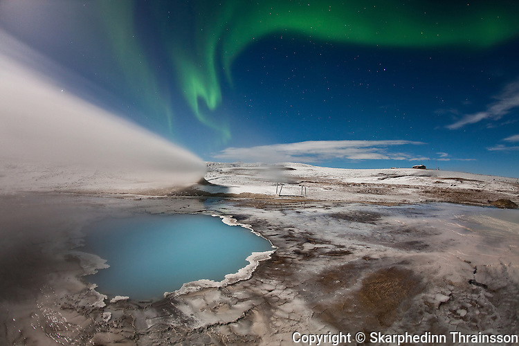 Elements of Iceland, Aurora Borealis and Blue Pool hotspring in Hveravellir, cetral highlands.
