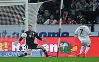 FUSSBALL   1. BUNDESLIGA  SAISON 2011/2012   18.  Spieltag   20.01.2012 Borussia Moenchengladbach   - FC Bayern Muenchen  Tor zum 2-0; Patrick Herrmann (tr, Borussia Moenchengladbach) gegen Torwart Manuel Neuer (FC Bayern Muenchen)