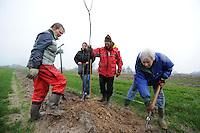 ALGEMEEN: SINT NICOLAASGA: 23-01-2014, Boomplanten, Bob Jongejans, Cisca Mars<br /> Dania ten Hoopen, Nynke Zijlstra, &Acirc;&copy;foto Martin de Jong