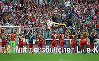 FUSSBALL   1. BUNDESLIGA  SAISON 2012/2013   7. Spieltag FC Bayern Muenchen - TSG Hoffenheim    06.10.2012 Das Team vom FC Bayern Muenchen bedankt sich vor der Fankurve