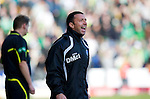 St Johnstone v Celtic..30.10.10  .Derek McInnes shouts instructions.Picture by Graeme Hart..Copyright Perthshire Picture Agency.Tel: 01738 623350  Mobile: 07990 594431