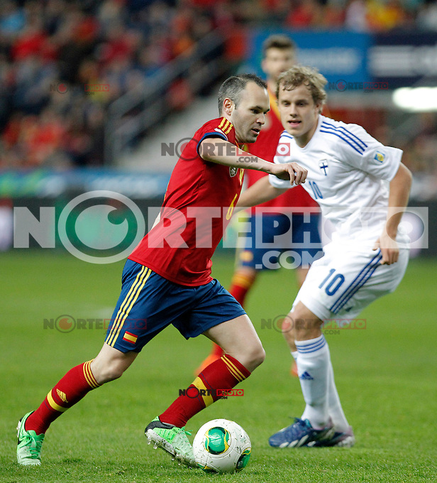 Spain's Andres Iniesta and Finland´s Pukki during international match of the qualifiers for the FIFA World Cup Brazil 2014.March 22,2013.(ALTERPHOTOS/Victor Blanco)