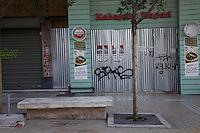 Atene, negozi chiusi in pieno centro in seguito alla crisi economica Negozi vuoti