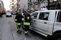 Aquila 6 Aprile 2009.Terremoto L'Aquila.Vigile del Fuoco e Protezione Civile in via XX Settembre.Firemen and Civil Protection in the street XX Settembre.