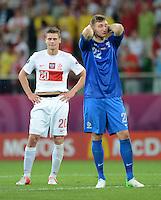 FUSSBALL  EUROPAMEISTERSCHAFT 2012   VORRUNDE Tschechien - Polen               16.06.2012 Enttaeuschung nach dem Abpfif: Lukasz Piszczek (li) und Torwart Przemyslaw Tyton (re, beide  Polen)