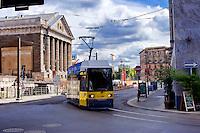 Berlino 17 Settembre 2013<br /> Il tram della linea 12  sulla Am Kupfergraben, vicino all' Isola dei Musei<br /> The tram line 12 on the Am Kupfergraben, near the 'Museum Island