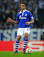 FUSSBALL   EUROPA LEAGUE   SAISON 2011/2012  ACHTELFINALE FC Schalke 04 - Twente Enschede                         15.03.2012 Joel Matip (FC Schalke 04) Einzelaktion am Ball