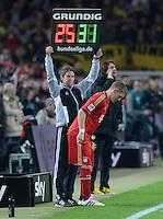 FUSSBALL   1. BUNDESLIGA   SAISON 2011/2012   30. SPIELTAG Borussia Dortmund - FC Bayern Muenchen            11.04.2012 Einwechslung: Bastian Schweinsteiger (FC Bayern Muenchen) wartet auf seinen Einsatz