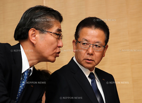 October 27, 2016, Tokyo, Japan - Japanese computer giant Fujitsu president Tatsuya Tanaka (R) discusses with CFO Hidehiro Tsukano as Tanaka announces the company's business strategy at the Fujitsu headquarters in Tokyo on Thursday, October 27, 2016. Fujitsu said Fujitsu and Chinese personal computer giant Lenovo explored personal computer business cooperation.    (Photo by Yoshio Tsunoda/AFLO) LWX -ytd-