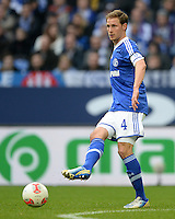 FUSSBALL   1. BUNDESLIGA   SAISON 2012/2013    29. SPIELTAG FC Schalke 04 - Bayer 04 Leverkusen                        13.04.2013 Benedikt Hoewedes (FC Schalke 04) Einzelaktion am Ball