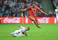 FUSSBALL  EUROPAMEISTERSCHAFT 2012   VORRUNDE Polen - Russland             12.06.2012 Rafal Murawski (li, Polen) gegen Aleksandr Kerzhakov (re, Russland)