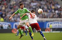 FUSSBALL   1. BUNDESLIGA   SAISON 2012/2013    32. SPIELTAG Hamburger SV - VfL Wolfsburg          05.05.2013 Diego (li, VfL Wolfsburg) gegen Zhi-Gin Lam (re, Hamburger SV)