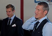FUSSBALL  1. BUNDESLIGA   SAISON 2012/2013  17.08.2012 S.Oliver Einkleidung beim FC Bayern Muenchen  Bastian Schweinsteiger (re)
