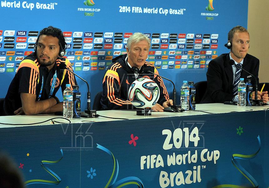 BELLO HORIZONTE  - BRASIL -13-06-2014. Jose Pekerman y Abel Aguilar durante la conferencia de prensa que ofrecio la selccion Colombia de futbol antes de su encuentro contra Grecia en el estadio  Mineirao  .  / Jose Pekerman and Abel Aguilar during the news conference that offered the Select function Colombia football before their match against Greece at Mineirao stadium. Photo: VizzorImage / Alfredo Gutierrez / Contribuidor