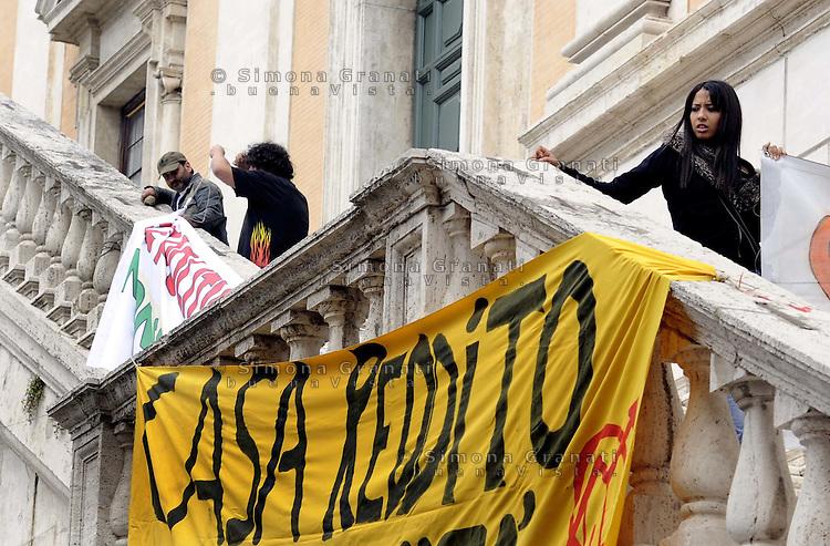 Roma, 10 Maggio 2010.Manifestazione in Campidoglio per l'emergenza abitativa .Casa, reddito e dignità.Rome, May 10, 2010.protest at the municipality for the emergency housing.House, income and dignity