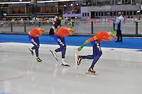 SCHAATSEN: BERLIJN: Sportforum, 07-12-2013, Essent ISU World Cup, Team Pursuit,  Douwe de Vries, Jan Blokhuijsen, Jorrit Bergsma (NED), ©foto Martin de Jong