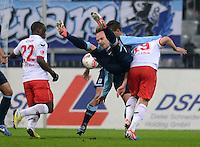Fussball 2. Bundesliga:  Saison   2012/2013,    14. Spieltag  TSV 1860 Muenchen - 1. FC Koeln  16.11.2012 Anthony Ujah (li, 1. FC Koeln) gegen Arne Feick (Mitte, 1860 Muenchen) gegen Mato Jajalo (1. FC Koeln)
