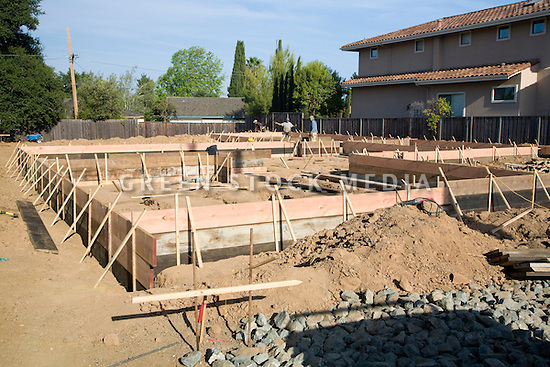 Wooden foundation forms of large single family house for Housing foundations