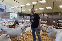 Belgique, Flandre-Occidentale,Env de Bruges, De Haan:   Katrien Decraecke et ses chêvres, Ferme: Reigershof // Belgium, Western Flanders, near Bruges, De Haan : Katrien Decraecke and goats, Farm: Reigershof