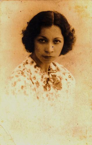 Carmen Lara Fernández, circa de 1939. Colección Ylonka Nacidit-Perdomo.