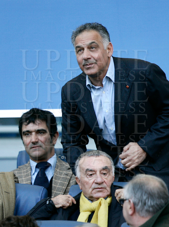 Calcio, Serie A: Roma vs Chievo Verona. Roma, stadio Olimpico, 8 gennaio 2012..Football, Italian serie A: Roma vs Chievo Verona. Rome, Olympic stadium, 8 january 2012..AS Roma partner James Pallotta, top, looks on past lawyer Antonio Conte, left, and advisor Giuseppe Marra..UPDATE IMAGES PRESS/Riccardo De Luca