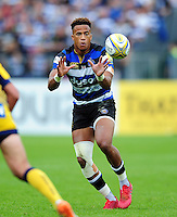 Anthony Watson of Bath Rugby receives the ball. Aviva Premiership match, between Bath Rugby and Worcester Warriors on September 17, 2016 at the Recreation Ground in Bath, England. Photo by: Patrick Khachfe / Onside Images