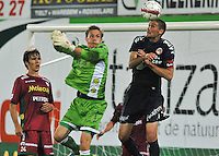 SV Zulte-Waregem - KV Kortrijk : Sammy Bossut slaat naast de bal die Nebojsa Pavlovic op het hoofd krijgt. Karel D'haene kijkt toe.foto VDB / BART VANDENBROUCKE