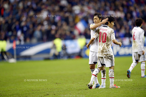 (L-R) Yasuhito Endo, Shinji Kagawa (JPN),.OCTOBER 12, 2012 - Football /Soccer :.Yasuhito Endo and Shinji Kagawa of Japan celebrate after the international friendly match between France 0-1 Japan at Stade de France in Saint-Denis, France. (Photo by FAR EAST PRESS/AFLO)