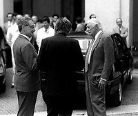 Roma 1990 Marzo.Palazzo Chigi.Giulio Andreotti  (Democrazia Cristiana) Presidente del Consiglio  con Gianni Agnelli e Cesare Romiti che gli presentano la Dedra la nuova auto della Lancia.Giulio Andreotti (Christian Democratic party) Prime Minister with Gianni Agnelli and Cesare Romiti that they introduce him the Dedra the new auto of the Lancia