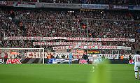 FUSSBALL CHAMPIONS LEAGUE  SAISON 2015/2016 VIERTELFINALE HINSPIEL FC Bayern Muenchen - Benfica Lissabon         05.04.2016 Fans vom FC Bayern hissen ein Banner mit der Aufschrift: SPORTLICHER GEIST MUSS ALLE BESEELEN, DIE SICH BAYERN NENNEN - SETZLISTE? WILCARD? SUPERLIGA? HOERTS AUF MIT DEM SCHMARRN